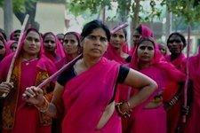 l43-india-donne-rosa-120731155613_big2